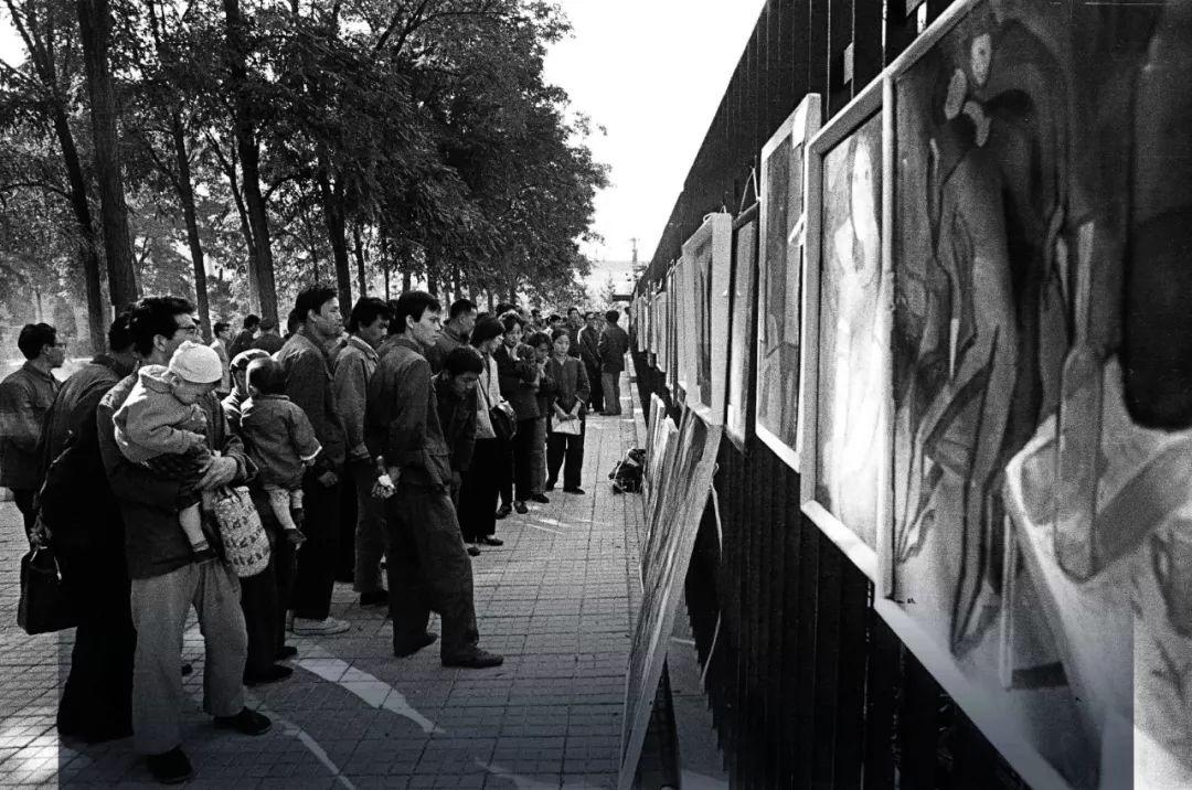一群北京文青冲上街头,媒体不报、没有网络,却让中国人记了40年
