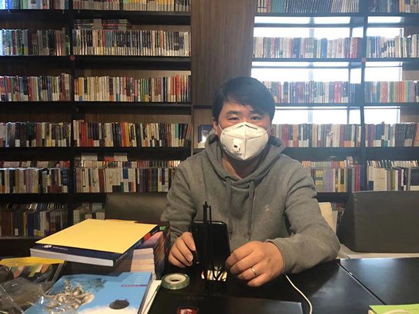 """疫情下的上海实体书店:""""线上直播""""兴起,重新考虑商业模式"""